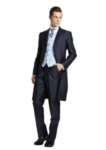 結婚式で新郎がレンタルするネイビーのフロックコート