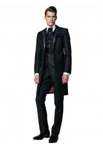 結婚式で新郎がレンタルする黒のフロックコート