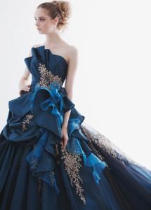 結婚式で花嫁がレンタルするブルーのドレス