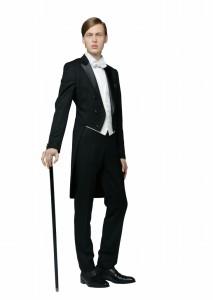 結婚式で新郎がレンタルする黒いテールコート