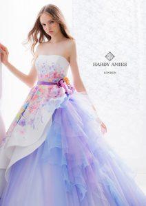 結婚式で花嫁がレンタルするパープルのドレス