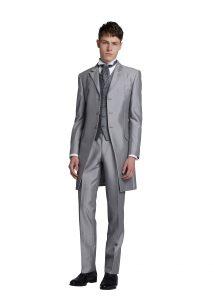 結婚式で新郎がレンタルするグレーのフロックコート