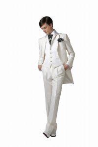 結婚式で新郎がレンタルする白いタキシード253
