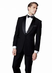 結婚式で着るレンタルタキシードのシンプルな黒