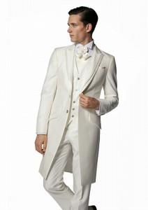 結婚式で新郎がレンタルする白のフロックコート