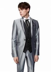 結婚式で新郎が着るレンタルシルバータキシード