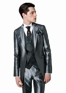 結婚式で新郎がレンタルするシルバーのタキシード