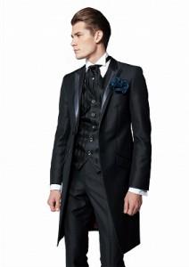 結婚式で着るレンタルタキシードでシンプルな黒
