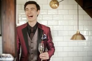 タキシード レンタル 結婚式 赤 ワイン 新郎 おしゃれ シンプル