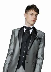 結婚式で新郎がレンタルするシンプルなフロックコート