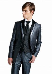 結婚式で着るレンタルタキシードのブルーグレー