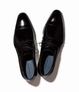 結婚式で新郎が履く黒い靴
