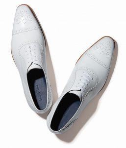 結婚式で新郎が履く白い靴