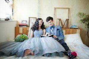 レンタルタキシードの新郎と花嫁