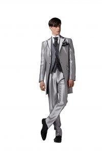 結婚式で新郎がレンタルする定番タキシード