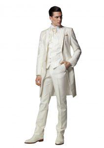 結婚式で新郎がレンタルする白いフロックコート