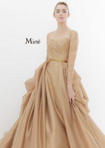 大人カラーなゴールドドレス