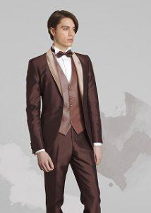 結婚式で新郎がレンタルする茶色のタキシード
