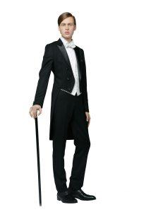 結婚式で新郎がレンタルする王道のテールコート