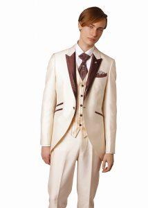 結婚式で新郎がレンタルするベージュのモーニングコート
