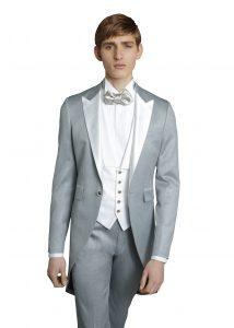 結婚式で新郎がレンタルするグレーのモーニング