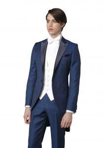 結婚式で新郎がレンタルするブルーのモーニング