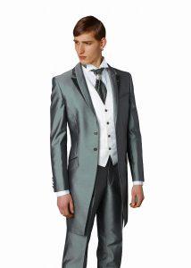 結婚式で新郎がレンタルするグリーンのフロックコート