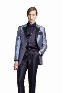 結婚式で新郎がレンタルする黒のタキシードシャツ