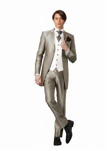 結婚式で新郎がレンタルするシンプルなタキシード20301