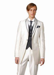 結婚式で新郎がレンタルする白のタキシード20313