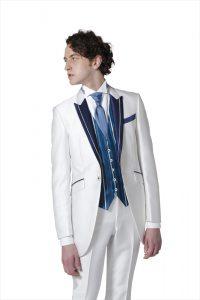 新郎が結婚式でレンタルする白のタキシード20377