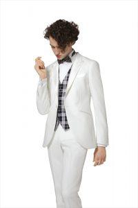 新郎が結婚式でレンタルする白のタキシード20383