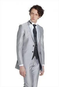 結婚式で新郎がレンタルするシルバーのシンプルタキシード20378