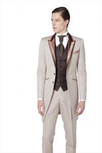新郎が結婚式でレンタルするベージュのフロックコート856