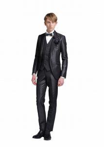 結婚式で新郎がレンタルする黒いタキシード20308