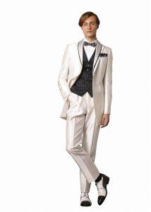 結婚式で新郎がレンタルする白いタキシード20313