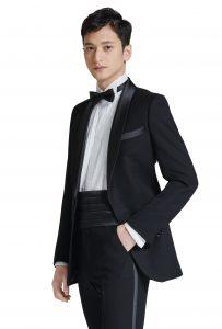 結婚式で新郎がレンタルするブラックタキシード20333