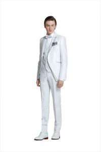 結婚式で新郎がレンタルする白いタキシード20335