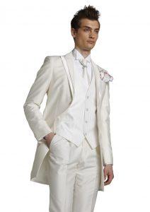 結婚式で新郎がレンタルする白いタキシード287