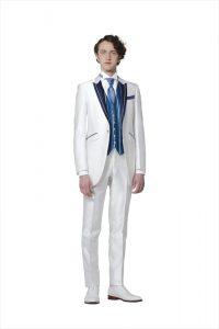 結婚式で新郎がレンタルする白いタキシード20377