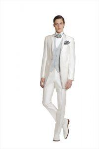 結婚式で新郎がレンタルする白のタキシード20336