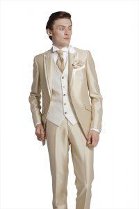 結婚式で新郎がレンタルするシャンパンカラーのタキシード20339番