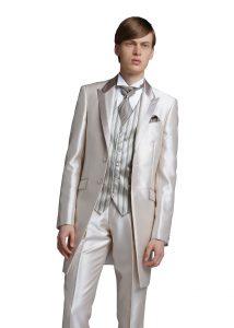 結婚式で新郎がレンタルするシャンパンカラーのタキシード290
