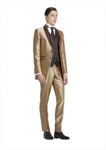 結婚式で新郎がレンタルするゴールドのタキシード20342