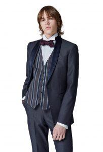 結婚式で新郎がレンタルするブルーグレーのタキシード20398