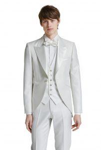 結婚式で新郎がレンタルする白いモーニングコート774