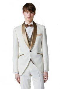 結婚式で新郎がレンタルする白いタキシード20393