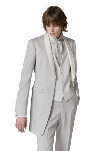 結婚式で新郎がレンタルするグレーのタキシード20394