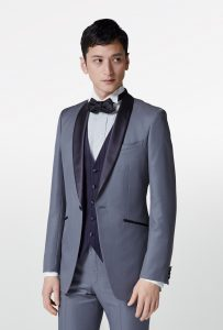 新郎が結婚式でレンタルするシンプルなタキシード20354