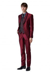 結婚式で新郎がレンタルする赤のタキシード20403